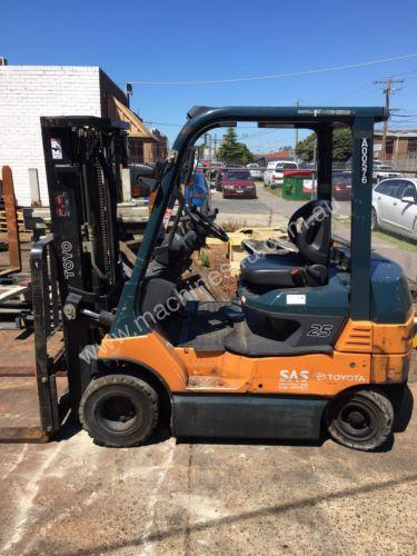Used Toyota 7FB25 electric forklift