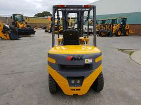 Victory VF40D diesel forklift - picture3' - Click to enlarge