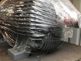 160 kw 220 hp 4 pole 415 volt AC Electric Motor - picture0' - Click to enlarge