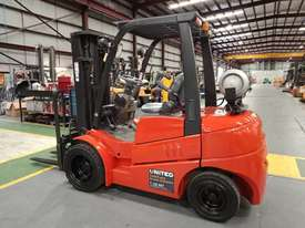 Clark 3T Used LPG Forklift C30L - picture2' - Click to enlarge