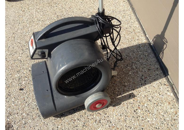 Carpet/floor dryer
