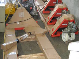 Manual Lifter Pallet Jacks - picture0' - Click to enlarge