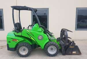 Used Avant 420 Articulated Loader with used 4-in-1 bucket
