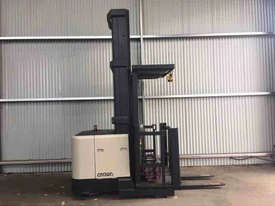 Crown SP3000 Stock Picker Forklift - picture0' - Click to enlarge
