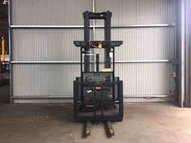 Crown SP3000 Stock Picker Forklift - picture2' - Click to enlarge