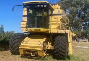 New Holland TR98 Harvester + Honey Bee 994 Front Header Combo