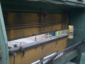 Master 2.5m x 60 Tonne Hydraulic Pressbrake - picture1' - Click to enlarge