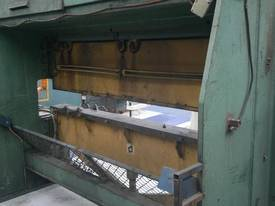 Master 2.5m x 60 Tonne Hydraulic Pressbrake - picture2' - Click to enlarge