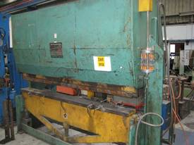 Master 2.5m x 60 Tonne Hydraulic Pressbrake - picture0' - Click to enlarge
