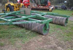 Paddock roller 24' with hydraulic fold wings