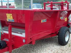 Tuffass M40 manure / compost spreader - picture5' - Click to enlarge