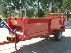Tuffass M40 manure / compost spreader - picture10' - Click to enlarge