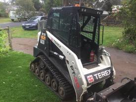 Compact Loader, 2012 model, Must go