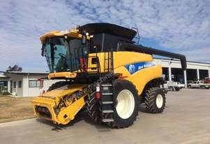 New Holland CR9080 Combine Harvesters