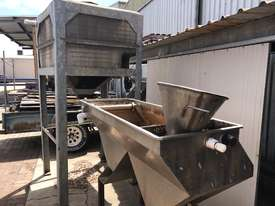 Oil seperating unit - picture2' - Click to enlarge