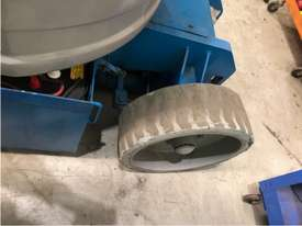 Used Genie 30FT Electric Knuckle Boom Lift - picture8' - Click to enlarge