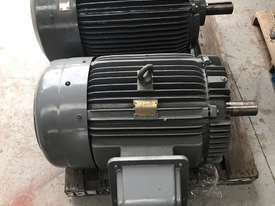 75 kw 100 hp 4 pole 415 volt AC Electric Motor - picture3' - Click to enlarge