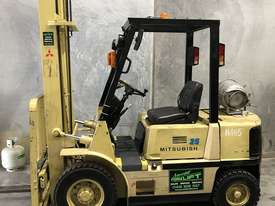 Mitsubishi 2.5t LPG forklift - picture0' - Click to enlarge