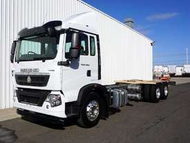 New Diamond Reo T5G�(6x4) Cab Chassis - picture2' - Click to enlarge