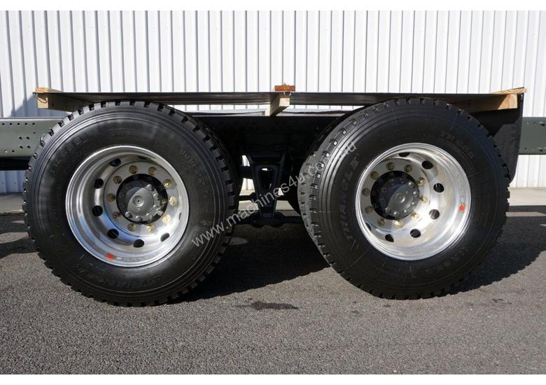 New Diamond Reo T5G�(6x4) Cab Chassis