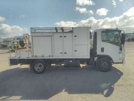 Isuzu NPR300 - picture1' - Click to enlarge