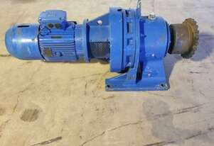 2007 7.5 KW Sumitomo Electric Reduction Drive Gearbox Ratio : 87 / Rpm : 16.8 - As New