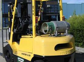 HYSTER 2.5t LPG Forklift with Container mast - picture2' - Click to enlarge