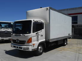 2006 Hino FC Ranger Pro Pantech with Lifter