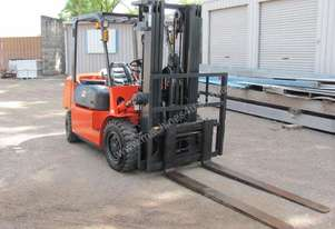 Dalian 4 Ton Forklift Long tynes late model, 730h