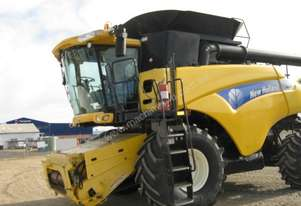 2008 New Holland CR9070 Combine Harvesters
