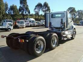 International  Cab chassis Truck - picture1' - Click to enlarge