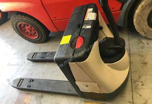 Crown 2000 Series WP2015 Electric Pallet Truck