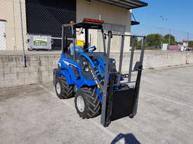 6.3+ Bee Loader 950kg Lift Capacity - picture0' - Click to enlarge