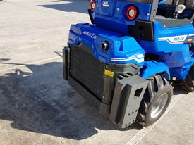 6.3+ Bee Loader 950kg Lift Capacity - picture4' - Click to enlarge