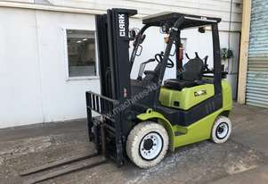 CLARK C25L - 2.5t LPG Counterbalance Container Access Forklift