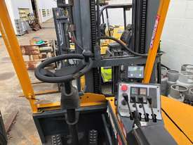 Multi-Directional Forklift - picture1' - Click to enlarge