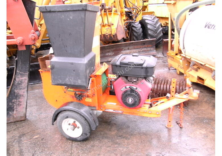 redroo 14hp V2 petrol wood chipper