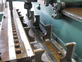 Header Hole Pierce Extrude Machine - picture5' - Click to enlarge