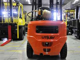 2.5T Counterbalance Forklift - Utilev UT25P - picture0' - Click to enlarge