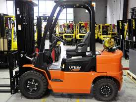 2.5T Counterbalance Forklift - Utilev UT25P - picture1' - Click to enlarge