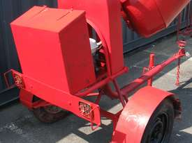Towable Concrete Cement Mixer - Wesmix - picture2' - Click to enlarge
