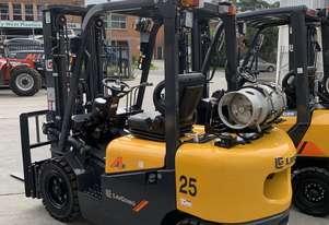 New 2.5T Liugong forklift, triple stage contaner mast