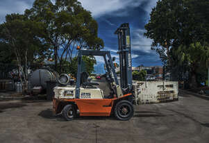 2.5 T Nissan Forklift with Clamp