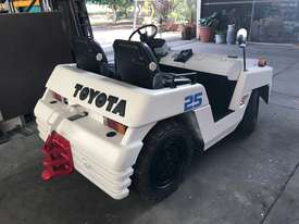Toyota TD25 Towing Tractor - picture2' - Click to enlarge