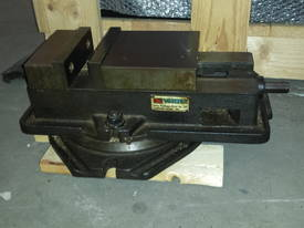 CNC King Rich Knee Type  Milling Machine - picture15' - Click to enlarge