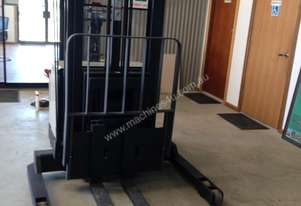 Crown Used   Walkie Stacker
