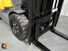 TCM FD30T3 Diesel 3 Tonne Forklift Integral Sideshift Pneumatic Tyres Low Hours - picture4' - Click to enlarge