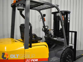 TCM FD30T3 Diesel 3 Tonne Forklift Integral Sideshift Pneumatic Tyres Low Hours - picture7' - Click to enlarge