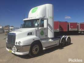 2011 Freightliner Century Class C112 - picture2' - Click to enlarge