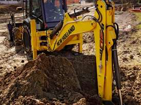 NEW HOLLAND B90B BACKHOE LOADER - picture0' - Click to enlarge